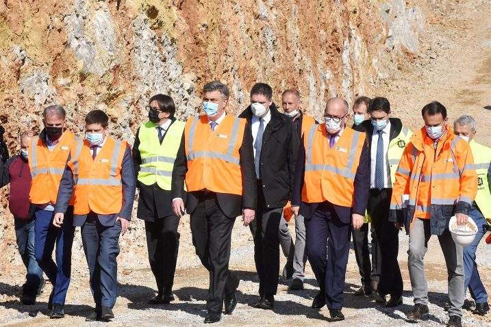 The Prime Minister of the Republic of Croatia Andrej Plenković and the Minister of the Sea, Transport and Infrastructure Oleg Butković visited the construction site of the state road D 403